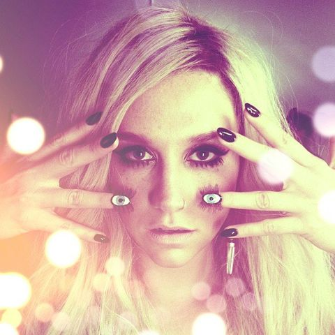 Lip, Finger, Eye, Skin, Eyelash, Eyebrow, Iris, Beauty, Organ, Eye liner,