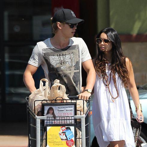 Cap, Product, Baseball cap, Street fashion, Fashion accessory, Dress, Sunglasses, Necklace, Shopping cart, Cart,