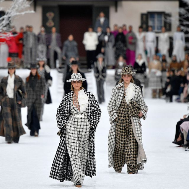 Fashion, Fashion show, Winter, Street fashion, Runway, Haute couture, Fashion model, Fashion design, Event, Style,