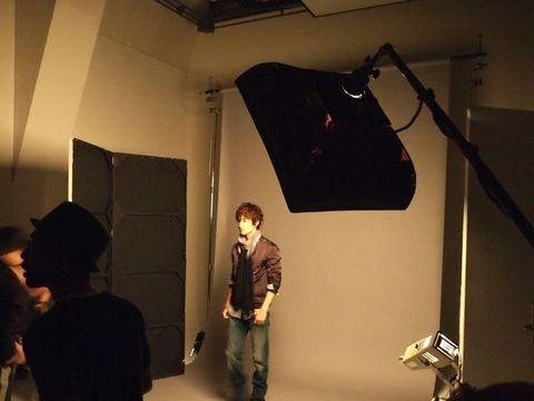 Lighting, Room, Ceiling, Interior design, Film studio, Hat, Conversation, Light fixture, Fedora, Filmmaking,