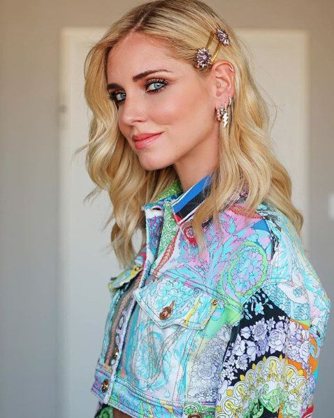 Hair, Clothing, Blond, Hairstyle, Beauty, Turquoise, Fashion, Long hair, Lip, Outerwear,