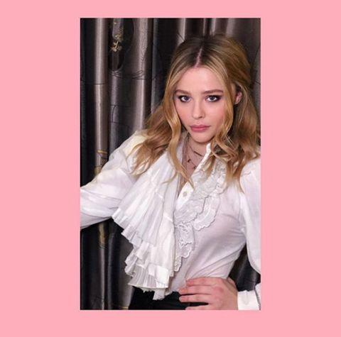 Hair, Blond, Clothing, Pink, Hairstyle, Beauty, Lip, Long hair, Layered hair, Brown hair,