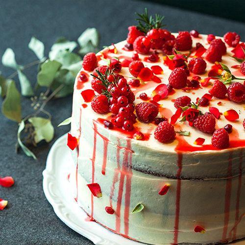 Food, Sweetness, Cake, Ingredient, Dessert, Fruit, Produce, Cake decorating, Cuisine, Garnish,