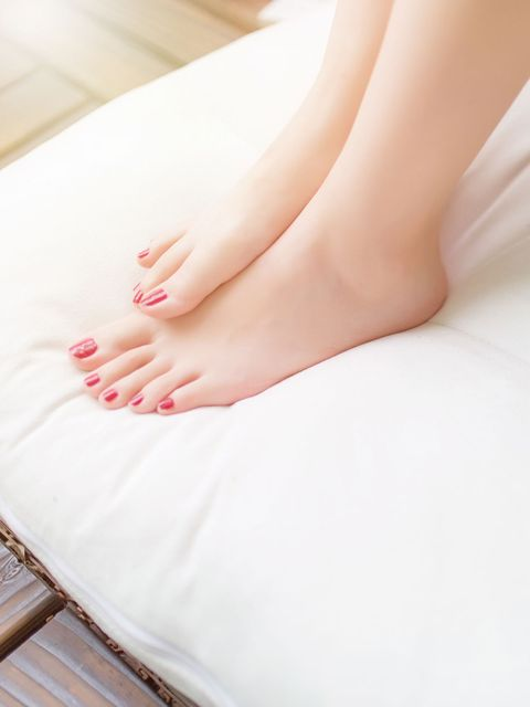 Leg, Human leg, Skin, Nail, Foot, Beauty, Toe, Close-up, Ankle, Sole,