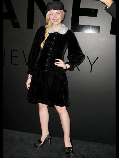 Dress, Hat, Formal wear, Costume accessory, Fashion, Black, Sun hat, Little black dress, Knee, High heels,