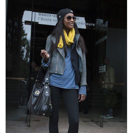 Textile, Outerwear, Bag, Style, Fashion accessory, Street fashion, Jacket, Fashion, Scarf, Luggage and bags,