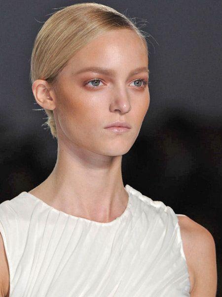 Clothing, Lip, Hairstyle, Skin, Chin, Forehead, Shoulder, Eyebrow, Joint, Eyelash,