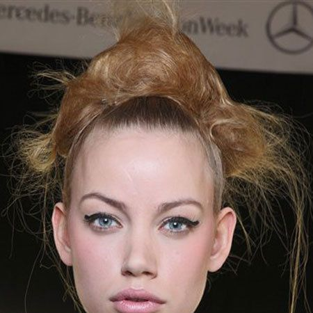 Hair, Head, Ear, Lip, Cheek, Hairstyle, Chin, Forehead, Eyelash, Eyebrow,