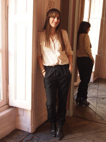 Brown, Sleeve, Trousers, Shoulder, Standing, Style, T-shirt, Waist, Fixture, Street fashion,