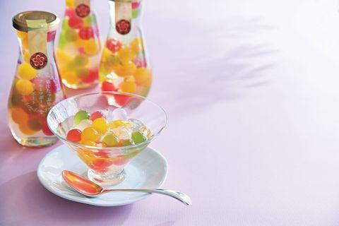 Serveware, Drinkware, Liquid, Dishware, Glass, Tableware, Saucer, Punch bowl, Fruit, Cocktail garnish,
