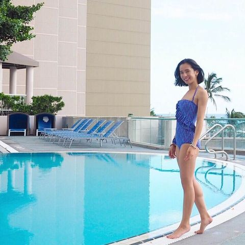 Swimming pool, Human body, Shoulder, Water, Leisure, Human leg, Joint, Summer, Aqua, Vacation,