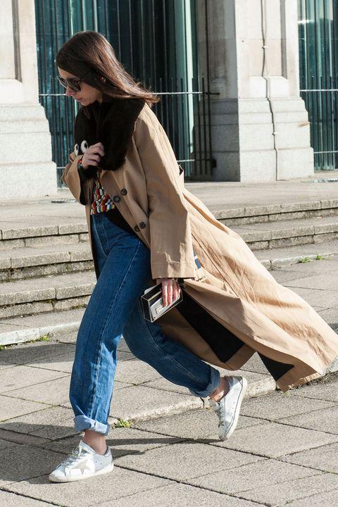Clothing, Trousers, Denim, Jeans, Textile, Outerwear, Human leg, Bag, Style, Street fashion,