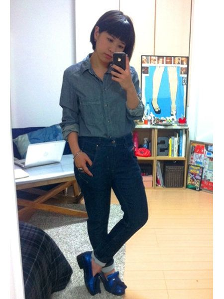 Clothing, Trousers, Shoulder, Shoe, Denim, Jeans, Collar, Shirt, Textile, Outerwear,