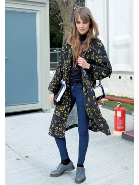 Clothing, Sleeve, Textile, Outerwear, Bag, Style, Street fashion, Pattern, Door, Luggage and bags,