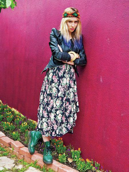 Clothing, Street fashion, Fashion accessory, Bag, Maroon, Blond, One-piece garment, Vintage clothing, Costume, Boot,