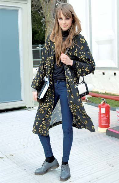 Clothing, Shoe, Textile, Bag, Outerwear, Style, Street fashion, Door, Fashion accessory, Pattern,