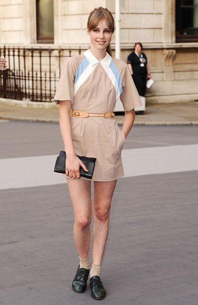 Clothing, Sleeve, Human leg, Collar, Shoe, Style, Street fashion, Knee, Fashion, Thigh,