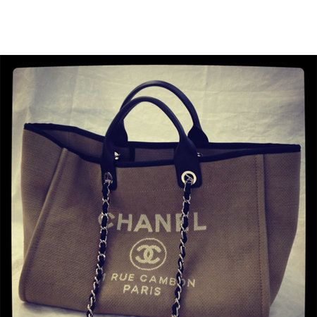 Product, Bag, Style, Font, Shoulder bag, Leather, Fashion accessory, Fashion, Luggage and bags, Beauty,