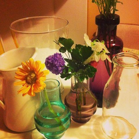 Serveware, Petal, Glass, Flower, Centrepiece, Artifact, Interior design, Bouquet, Vase, Flower Arranging,