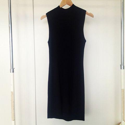 Sleeve, Dress, Formal wear, One-piece garment, Collar, Pattern, Day dress, Vintage clothing, Costume design, Fashion design,