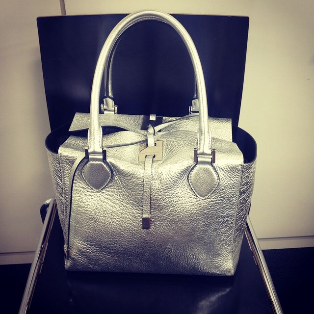 Product, Bag, Photograph, Style, Light, Shoulder bag, Fashion, Luggage and bags, Beauty, Leather,