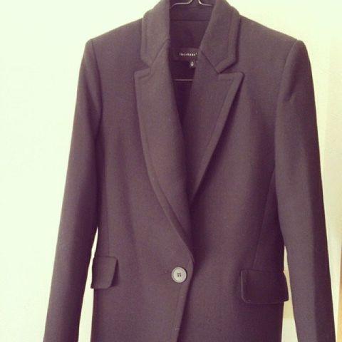 Clothing, Coat, Collar, Sleeve, Textile, Outerwear, Blazer, Pattern, Button, Fashion,