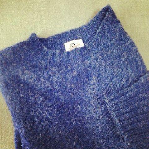 Blue, Product, Textile, Collar, Electric blue, Pattern, Cobalt blue, Sweater, Woolen, Button,