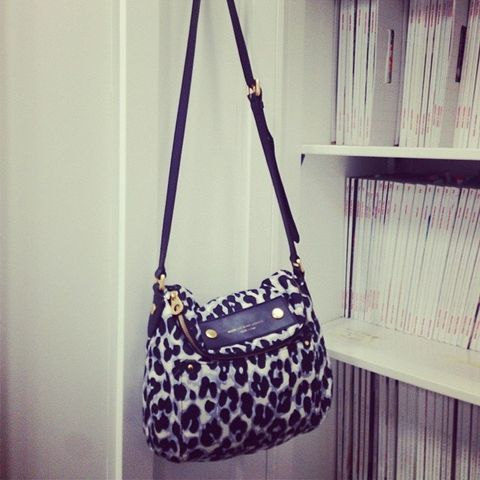 Product, Brown, Bag, White, Fashion accessory, Style, Pattern, Luggage and bags, Beauty, Shoulder bag,