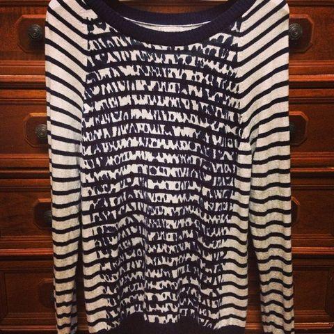 Wood, Brown, Sleeve, Hardwood, Wood stain, Varnish, Tan, Wool, Woolen, Long-sleeved t-shirt,