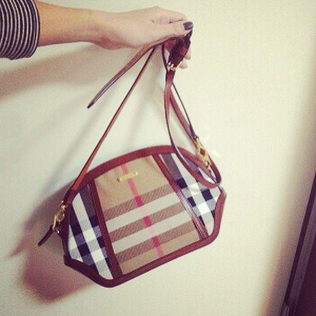 Fashion, Beige, Shoulder bag, Peach, Liver, Nail, Fashion design, Strap, Silver,
