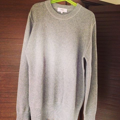 Product, Sleeve, Textile, Fashion, Neck, Grey, Sweater, Clothes hanger, Active shirt, Woolen,