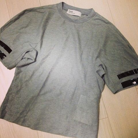Product, Sleeve, Collar, T-shirt, Black, Grey, Active shirt, Brand, Top, Trademark,