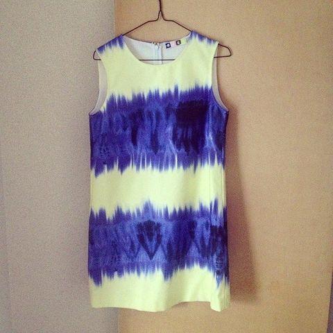 Blue, Textile, One-piece garment, Dress, Electric blue, Pattern, Fashion, Cobalt blue, Day dress, Clothes hanger,