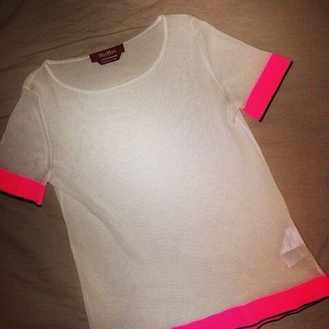 Product, Sleeve, Red, White, Carmine, One-piece garment, Design, Active shirt, Day dress, Coquelicot,