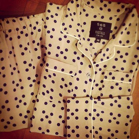 Yellow, Collar, Sleeve, Dress shirt, Pattern, Textile, Button, Design, Pattern, Visual arts,