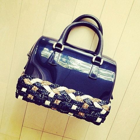 Product, Bag, Style, Fashion accessory, Shoulder bag, Luggage and bags, Beauty, Metal, Material property, Brand,