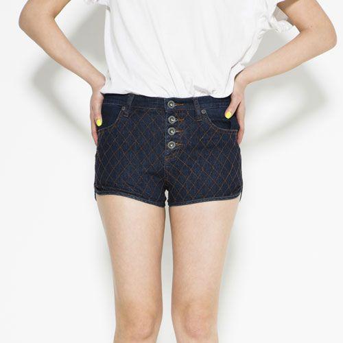 Shoulder, Pocket, Denim, Human leg, Textile, Waist, Standing, Joint, White, Shorts,