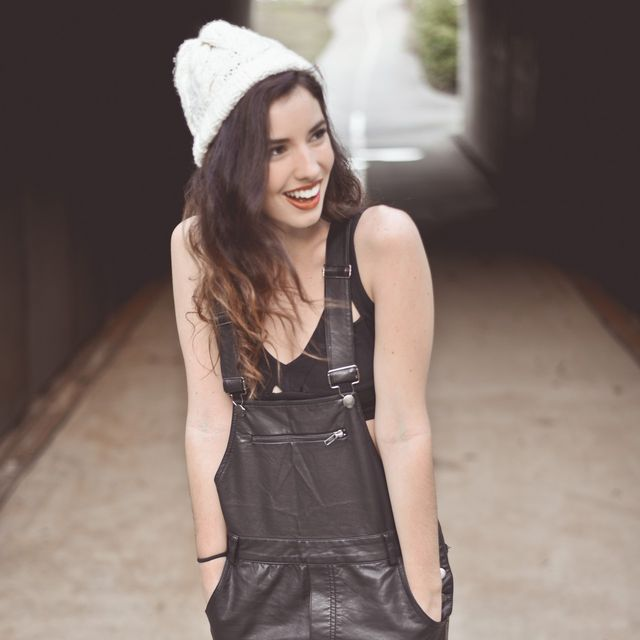 Clothing, Human body, Sleeve, Textile, Human leg, Cap, Sleeveless shirt, Thigh, Street fashion, Fashion,
