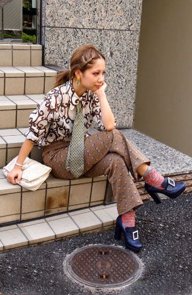 Clothing, Leg, Human leg, Textile, Outerwear, Style, Fashion accessory, Street fashion, Sitting, Knee,