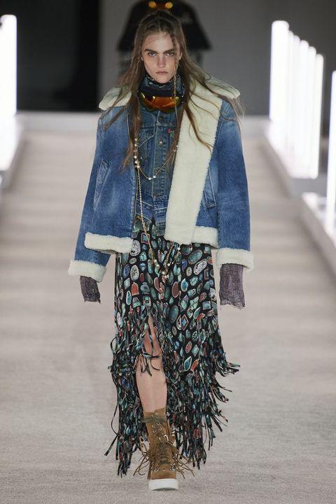 Style, Costume design, Street fashion, Fashion show, Costume accessory, Fashion, Fashion model, Costume, Runway, Fashion design,