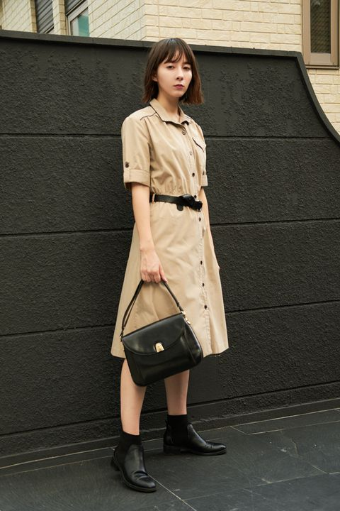 Clothing, Street fashion, Shoulder, Fashion, Snapshot, Coat, Beige, Outerwear, Khaki, Knee,