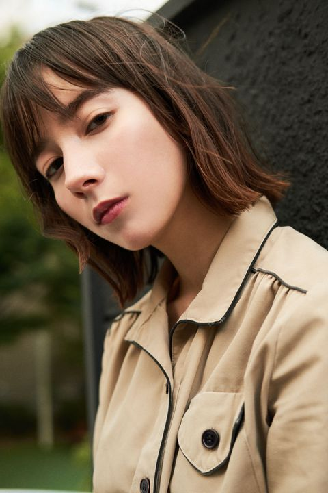 Hair, Hairstyle, Beauty, Skin, Lip, Brown hair, Coat, Outerwear, Long hair, Trench coat,