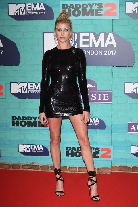 Red carpet, Carpet, Clothing, Footwear, Leg, Fashion, Joint, Flooring, Dress, Thigh,