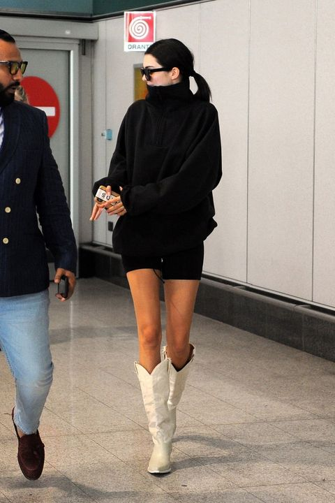Street fashion, Clothing, Fashion, Footwear, Joint, Knee, Leg, Snapshot, Thigh, Human leg,