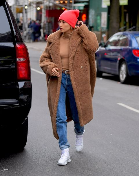 Street fashion, Clothing, Fashion, Snapshot, Jeans, Fur, Outerwear, Coat, Footwear, Beanie,