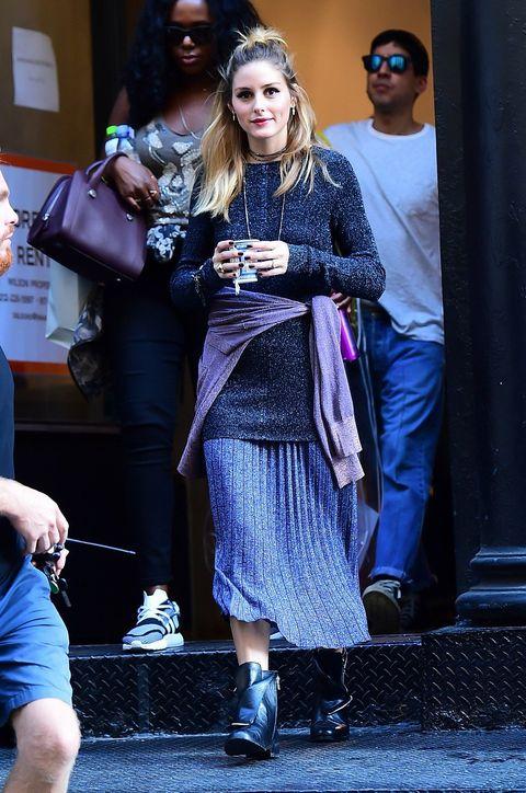 Eyewear, Footwear, Vision care, Leg, Trousers, Outerwear, Bag, Sunglasses, Style, Street fashion,