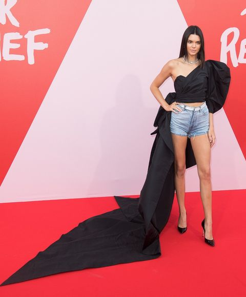 Red carpet, Carpet, Thigh, Fashion, Leg, Flooring, Fashion model, Footwear, Model, Premiere,
