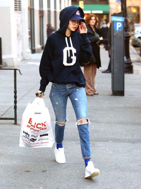 Jeans, Clothing, Street fashion, Beanie, Fashion, Snapshot, Denim, Footwear, Cap, Outerwear,