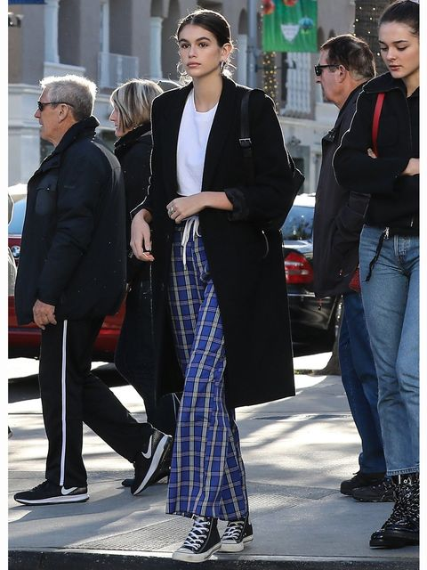 Street fashion, Clothing, Fashion, Tartan, Suit, Outerwear, Design, Haute couture, White-collar worker, Overcoat,