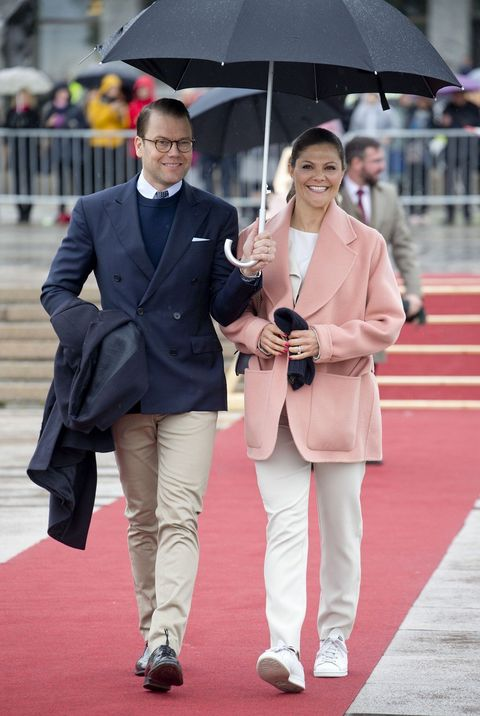 Clothing, Coat, Trousers, Umbrella, Collar, Shirt, Photograph, Outerwear, Style, Dress shirt,